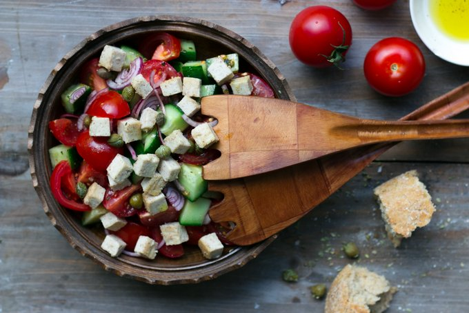 GREEK SALAD WITH VEGAN FETA CHEESE