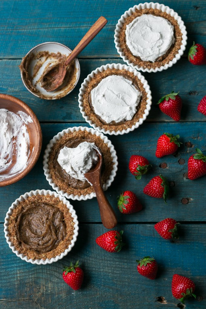 Strawberry tarts with tahini caramel. Vegan, gluten-free. Myberryforest.com