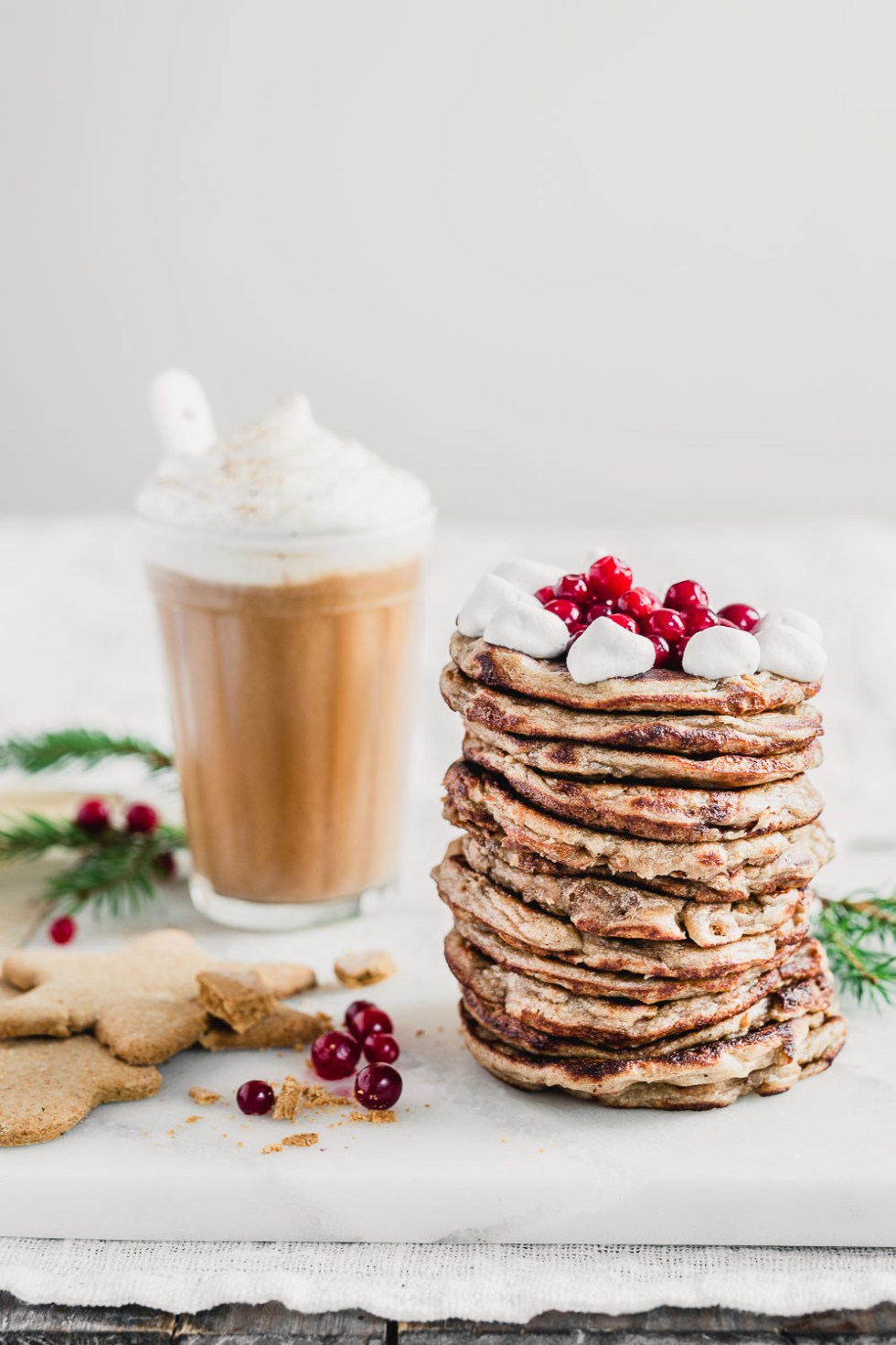 Vegan Gingerbread Crumble Pancakes