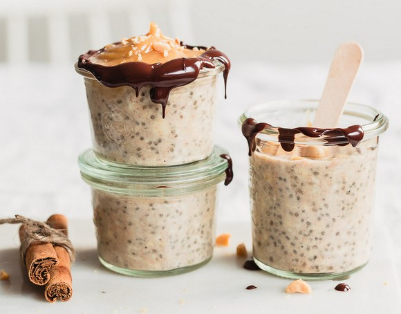 Gingerbread spiced Snickers overnight oats