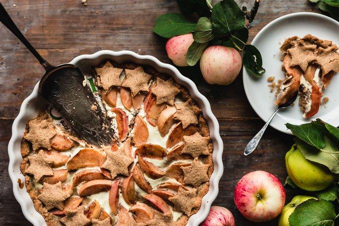 Vegan Gingerbread Apple Pie