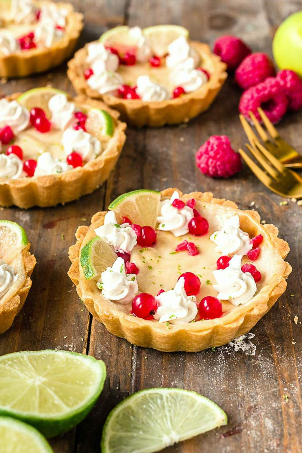 Gluten-free vegan cheesecake tart with white chocolate cream