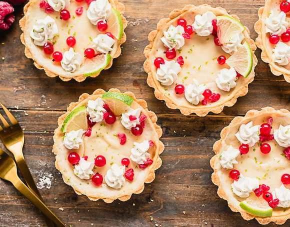 Gluten-free vegan cheesecake tart with white chocolate cream