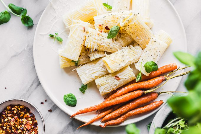 VEGAN SPRING PASTA WITH ROASTED CARROTS AND YOGURT SAUCE
