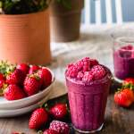 Banana-free cashew raspberry smoothie