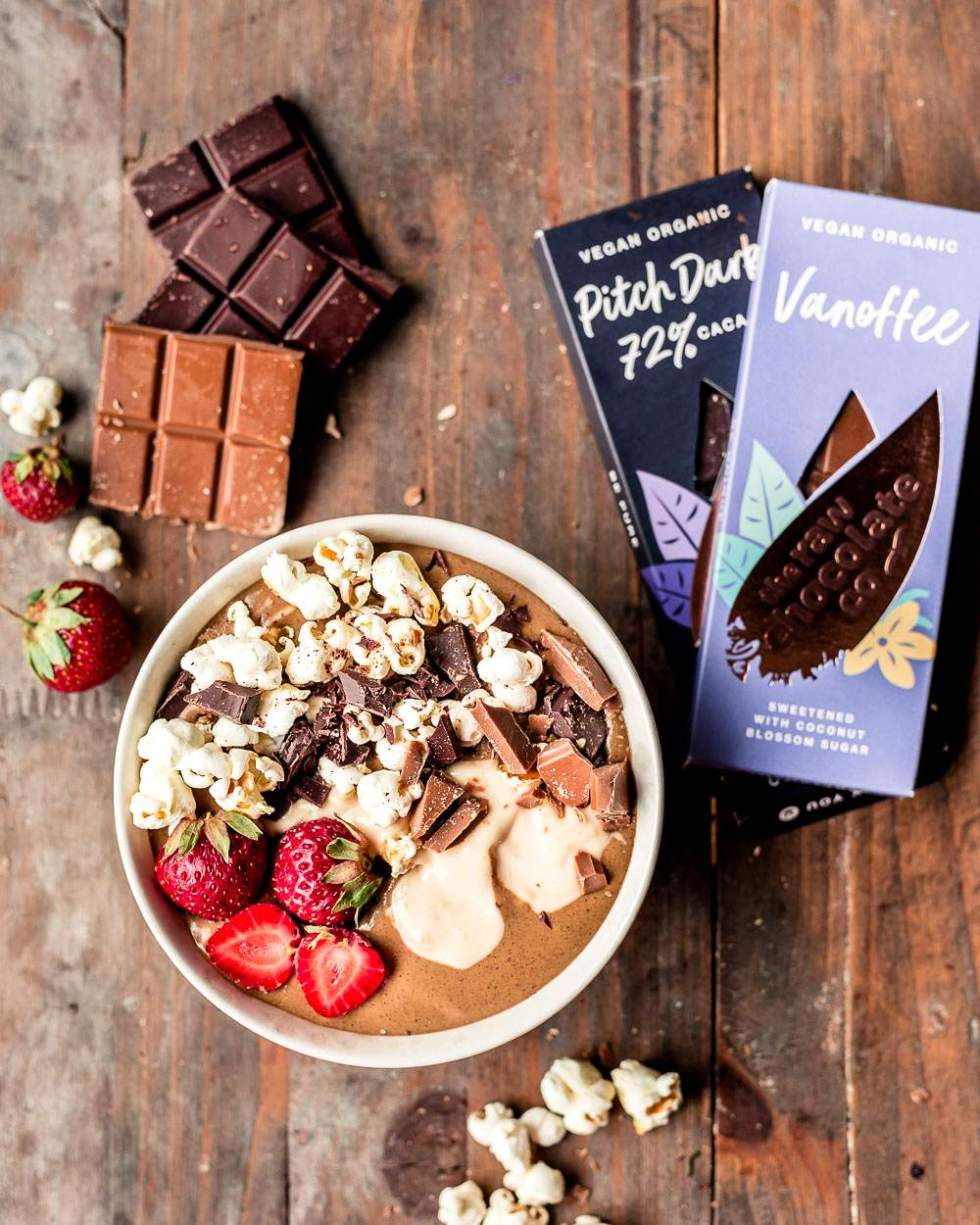 Chocolate smoothie bowl with salted caramel popcorn