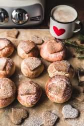 Gingerbread cardamom buns