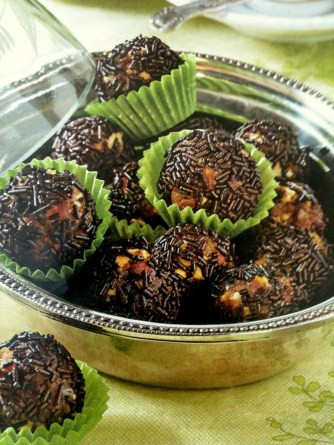 rum balls with dry fruit