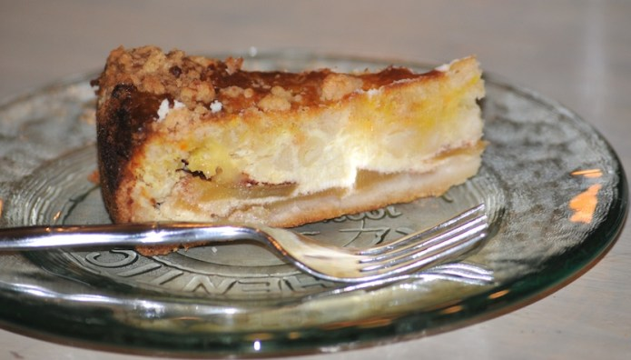 apple cake with quark filling