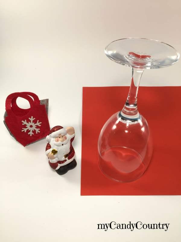 Colla a caldo ti potrebbe piacere anche. Portacandele Fai Da Te Con Calici Di Vetro Decorano Il Natale