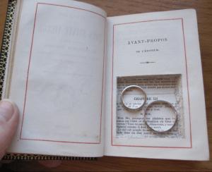 livre porte alliances Source : Les moineaux de la mariée.