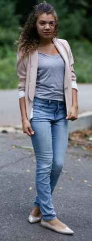 how to wear a light pink blazer. pink blazer with gray shirt.