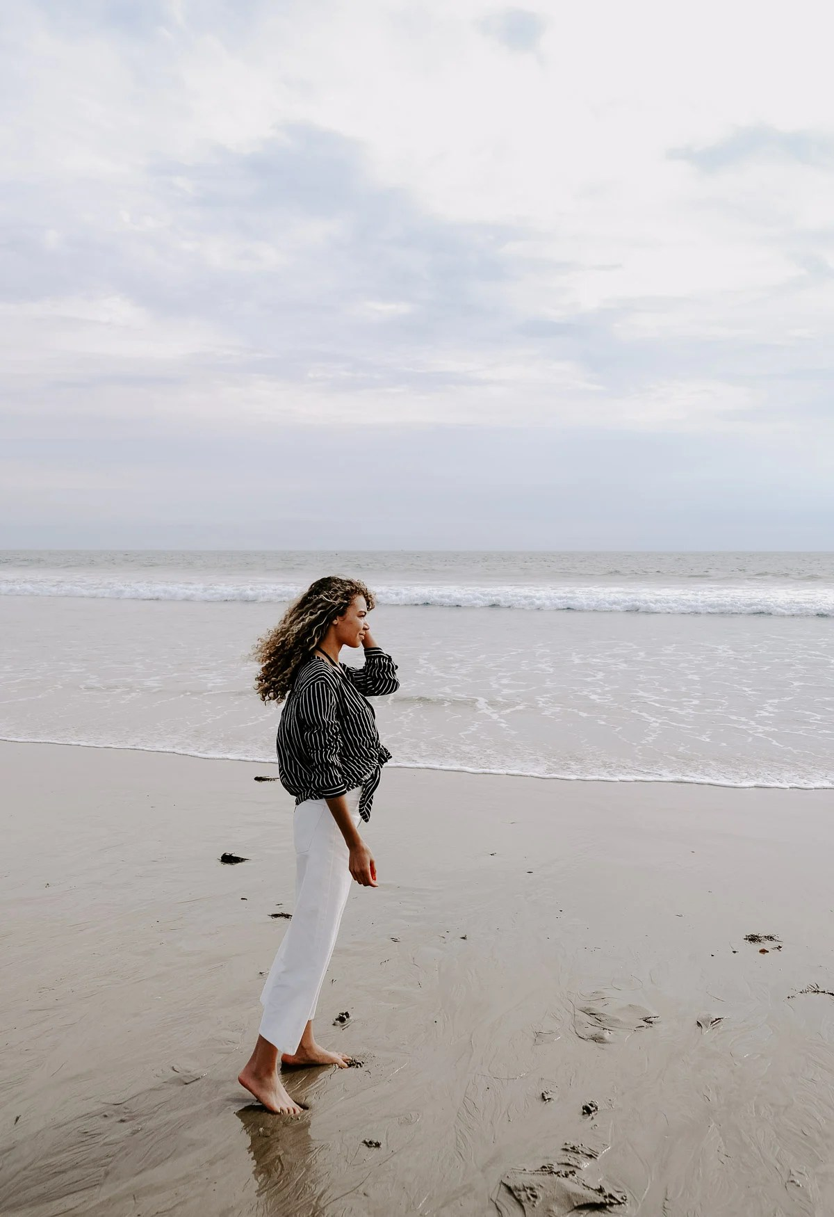 Planning a girl's trip to LA and need ideas on what to do? This chic girl's guide to LA has ideas on what to do, where to eat, where to shop, and where to stay, just to name a few! You have to go to Santa Monica beach!