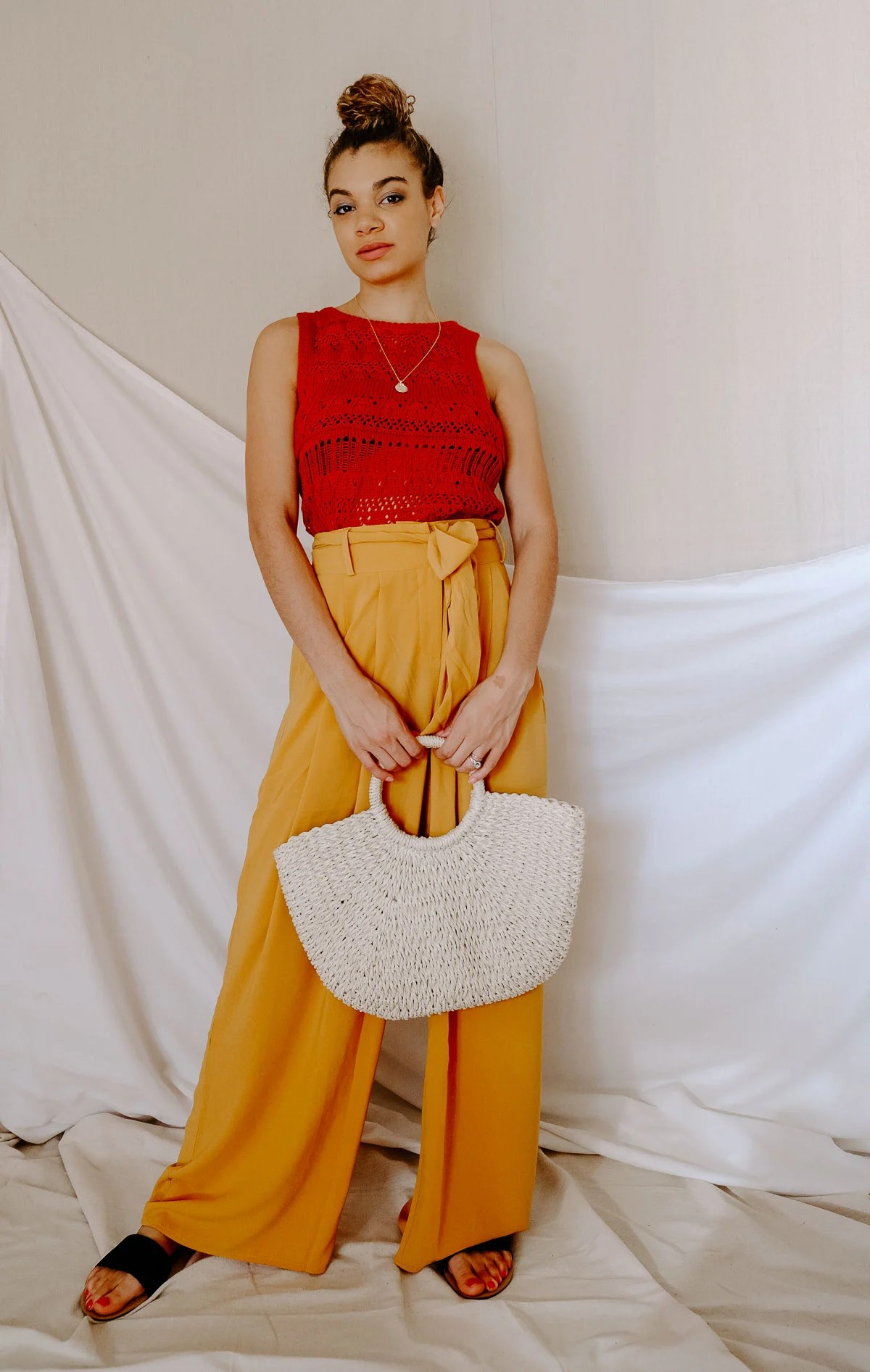 Does the warmer weather inspire you to try out some chic color combos this season? Here are 4 chic color combos to add to your spring and summer outfits! I love this orange and mustard yellow combo.