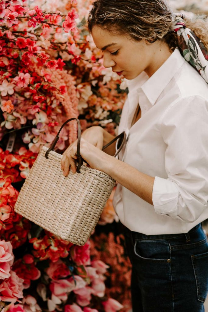 Spring is a wonderful season and here are 5 ways to enjoy spring the most this year! #springphotography #flowermarket #flowers #silkscarf #strawbag