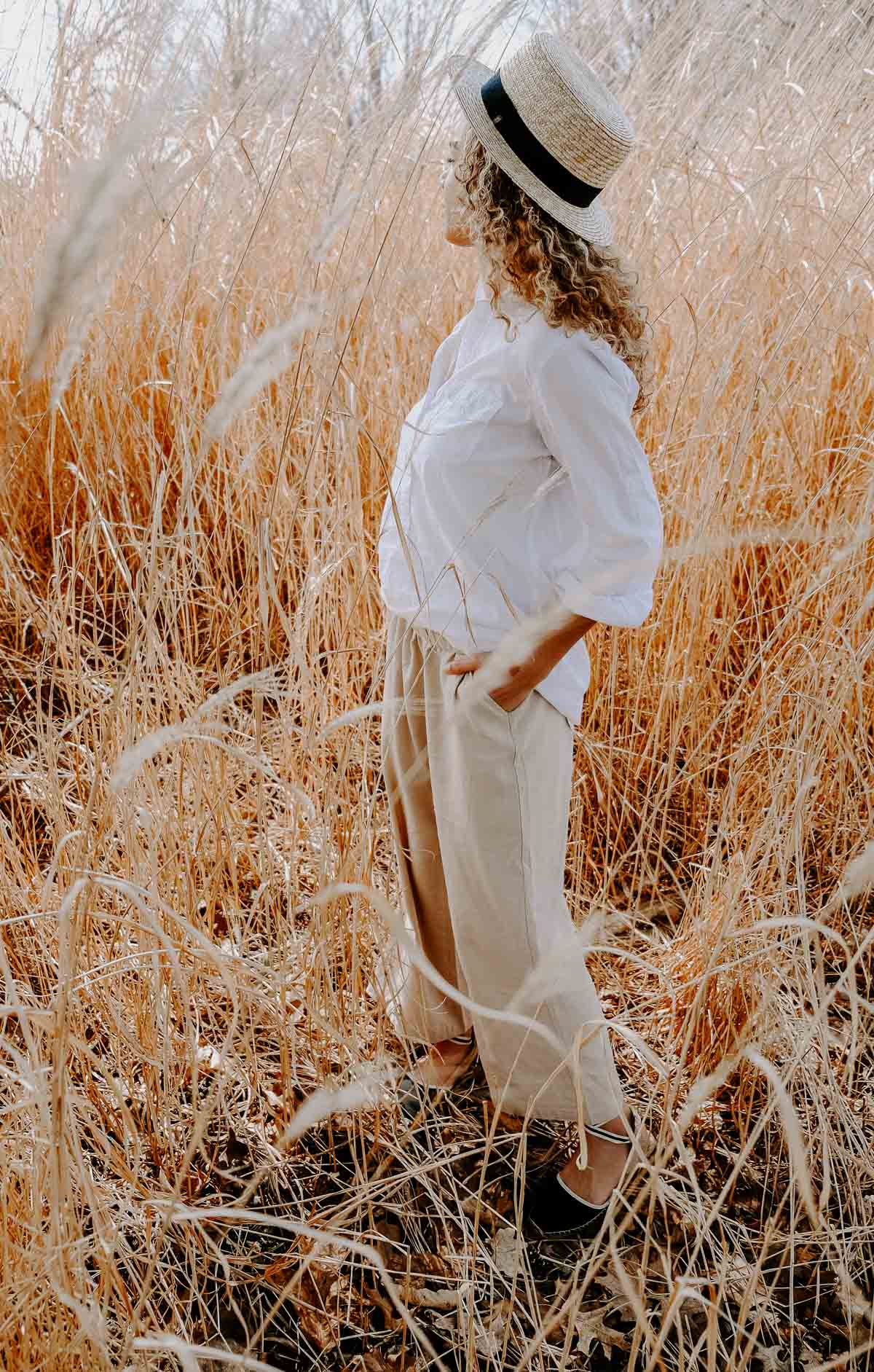 Linen pants make perfect summer outfits! Especially when paired with a straw hat.
