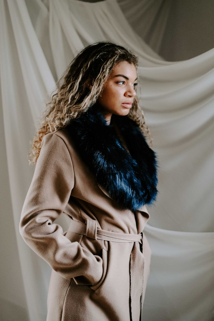 camel coat with faux fur scarf