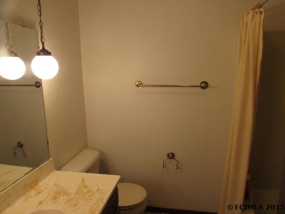 guest bathroom before