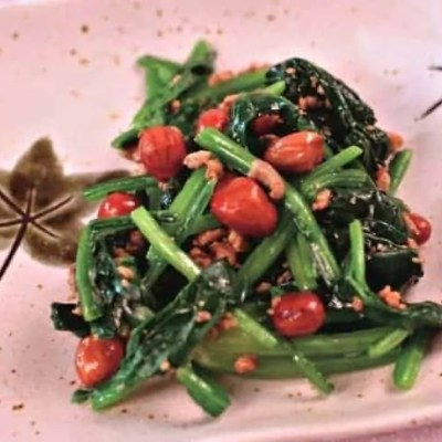 Chinese Sauteed Spinach With Peanuts Recipe