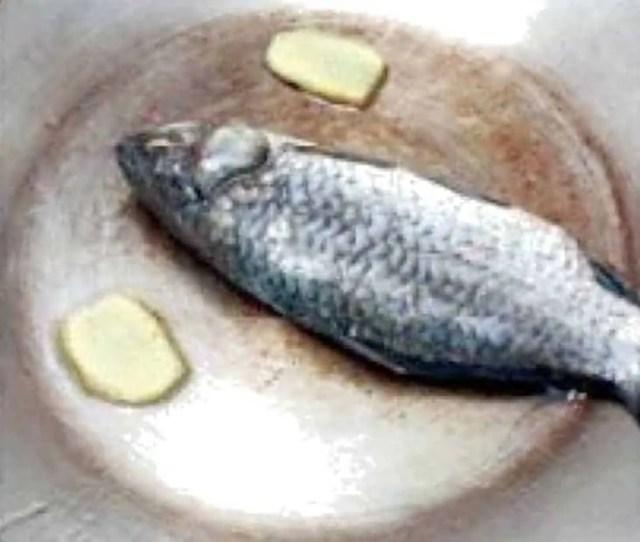 सोलोमन सील और एडेनोफोरा स्ट्रिक्टा मछली सूप पकाने की विधि चरण 2