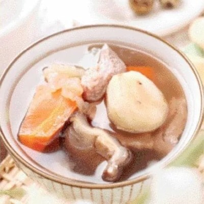 Carrot and Lean Pork Jellyfish Soup Recipe