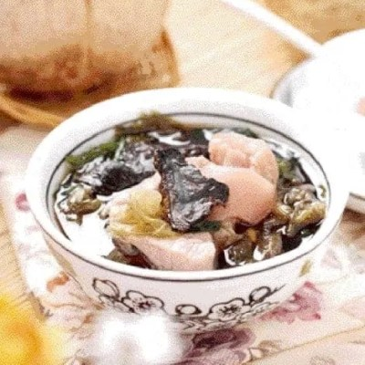 Rehmannia and Seaweed Pork Trotter Soup Recipe