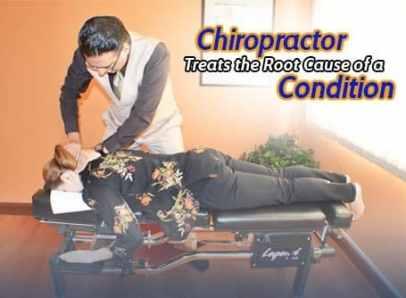 Chiropractor adjusting female pateint