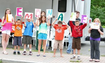 Campers from United Day School in Beacon Falls sold glasses of lemonade for 50 cents each to raise money for Beacon Hose Company No. 1 July 25. –ELIO GUGLIOTTI