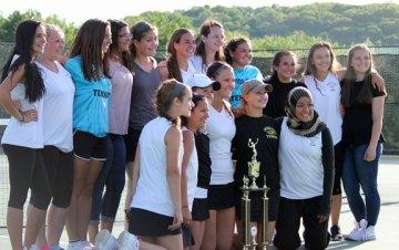 The Woodland girls tennis team won the NVL team tournament final versus Naugatuck, 4-3, May 29. –ELIO GUGLIOTTI