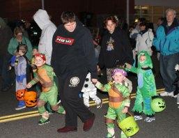 news_halloweenparade-17