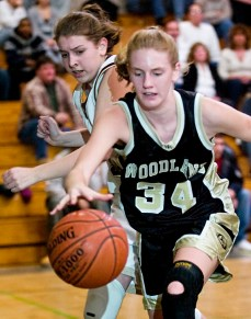 Woodland's Heather Framski (34) edges out Sacred Heart's Jennifer Massicotte (30) to recover a loose ball during a game in 2008. –REPUBLICAN-AMERICAN ARCHIVE