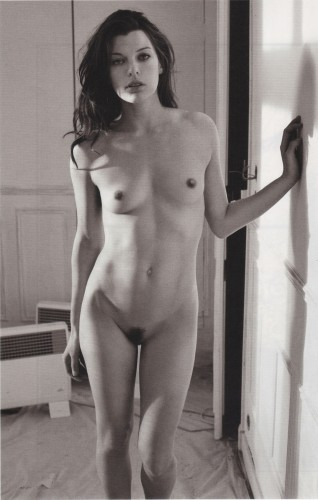 milla-jovovich-nude-purple-01.jpg (533 KB)