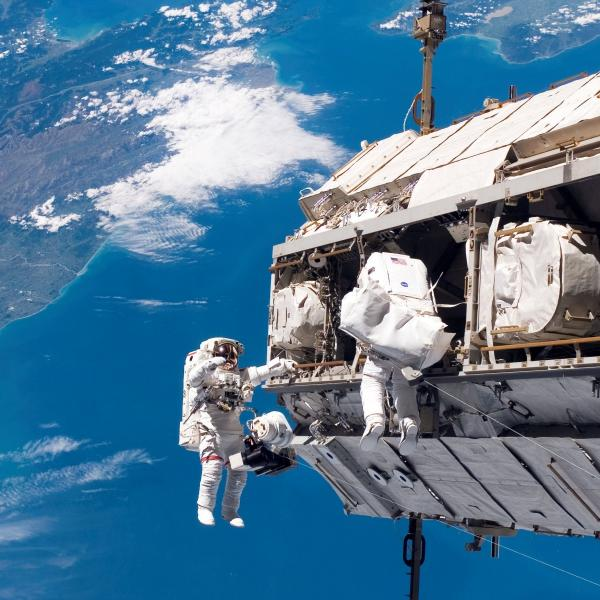 spacewalk-wallpaper.jpg