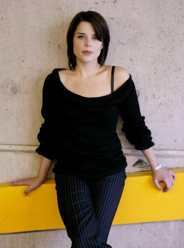 neve_campbell_tiff_photoshoot_07_09_2003_01.jpg