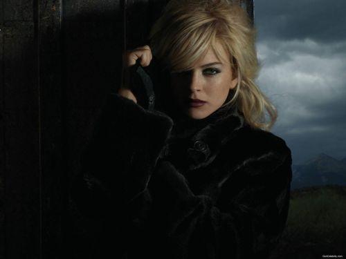 022 - Lindsay Lohan