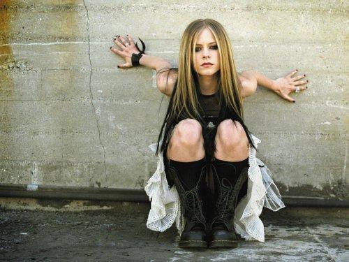 Avril Lavigne upskirt