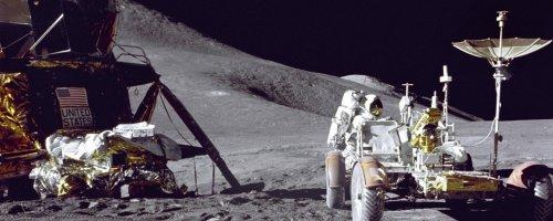 Dual Screen Moon Scene