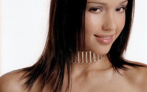 Jessica Alba - Neck Brace