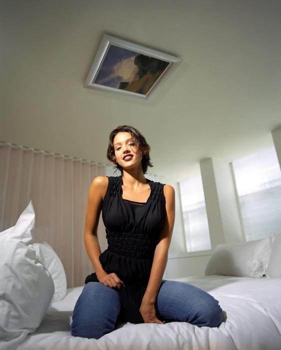 jessica alba sexy on a bed