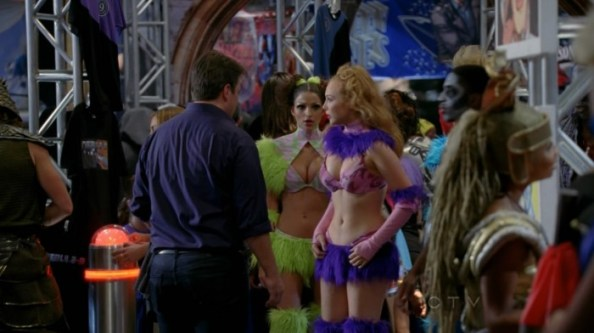 Molly Quinn   Castle s05e06  17  700x393 Molly Quinn   Cosplayer (from Castle s05e06)