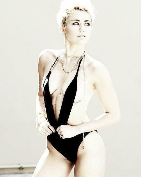 Miley_Cyrus_VijatMohindraSwim2013_2