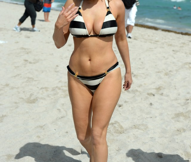 Kelly Brook Beach In Miami  Kelly Brook_bangtidy Net_413338 Jpg