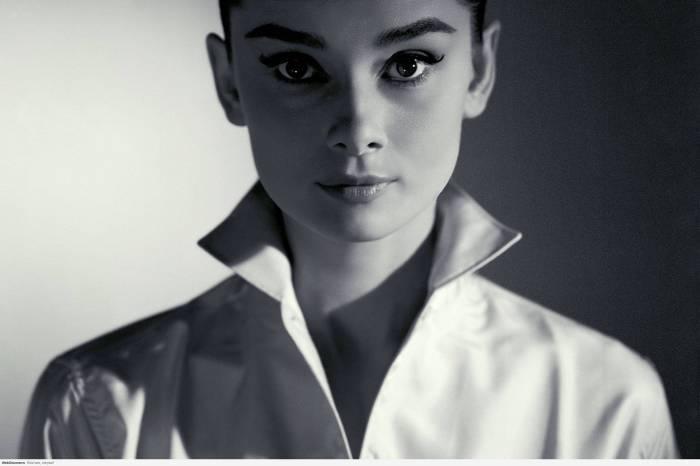 Audrey Hepburn - high collar.jpg