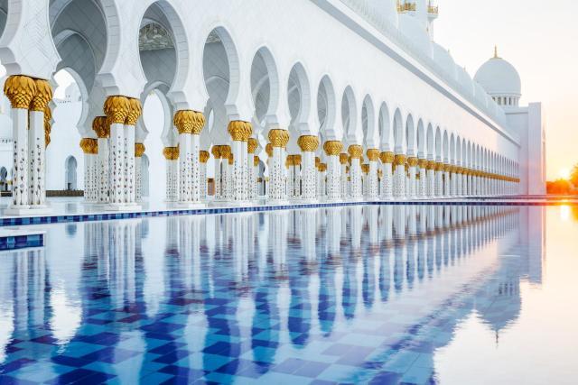 Sheikh Zayed Mosque in Abu Dhabi.jpg