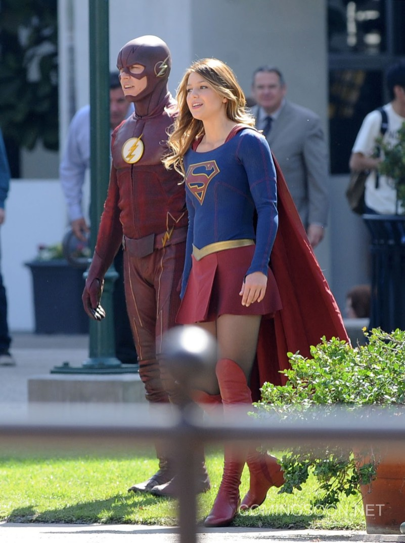 The_Flash-Grant_Gustin-Supergirl-Melissa_Benoist-LA-2_22_2016-002.jpg