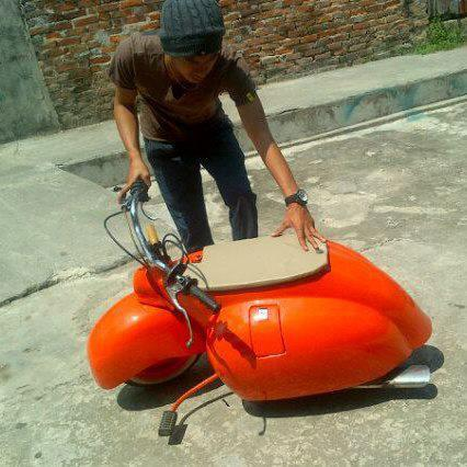scooter 253223_531442813569269_99918336_n
