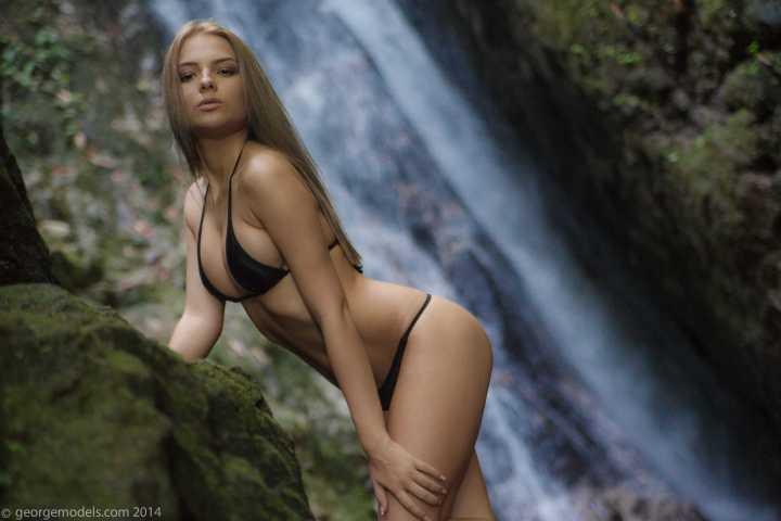 Lovely beautiful woman in bikini.jpg