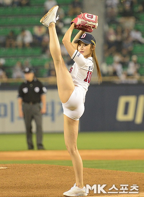 high kick pitcher.jpeg