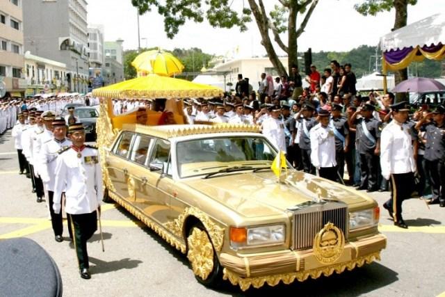 the-sultan-of-bruneis-custom-rolls-royce-silver-spur-limo-14-million