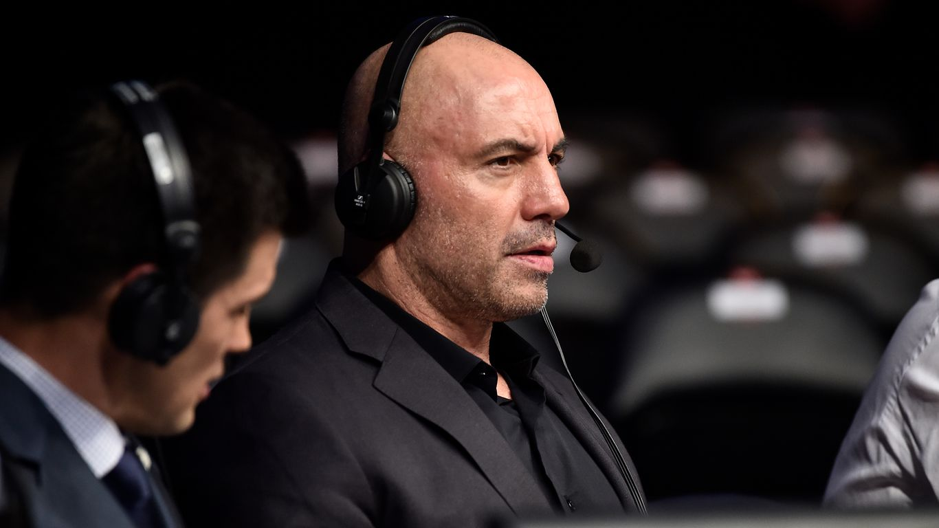 "Joe Rogan walks back anti-vaccination comments ""I'm a f-ing moron"""